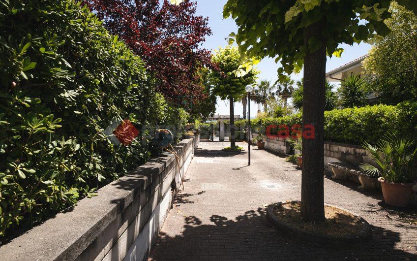 Porzione di Villa Bifamiliare in parco