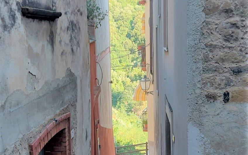 APPARTAMENTO SU DUE LIVELLI NEL CUORE DEL CENTRO STORICO